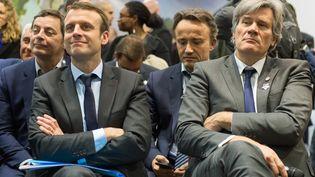 Emmanuel Macron et Stéphane Le Foll participent à une conférence du Salon de l'agriculture, le 3 mars 2016, à Paris. (CITIZENSIDE / SERGE TENANI / AFP)