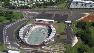 Le terrain de tennis de Baie-Mahault, en Guadeloupe, doit accueillir le premier tour de la Coupe Davis en mars 2016. (GILLES MOREL / CITIZENSIDE.COM)