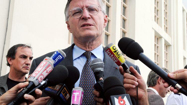 L'ancien PDG de Total Thierry Desmarest, après son audition dans le cadre du premier procès AZF, le 10 juin 2009, à Toulouse (Haute-Garonne). (PASCAL PAVANI / AFP)