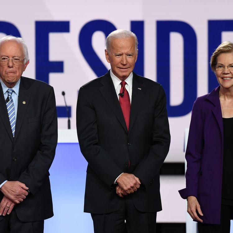 Bernie Sanders, Joe Biden et Elizabeth Warren, lors du sixième débat pour les primaires du parti démocrate, le 15 octobre 2019, àWesterville (Ohio). (SAUL LOEB / AFP)