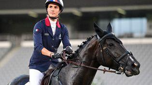 La Française Élodie Clouvellors de l'épreuve d'équitationau pentathlon moderne, au stade de Tokyo, le 6 août 2021. (PEDRO PARDO / AFP)