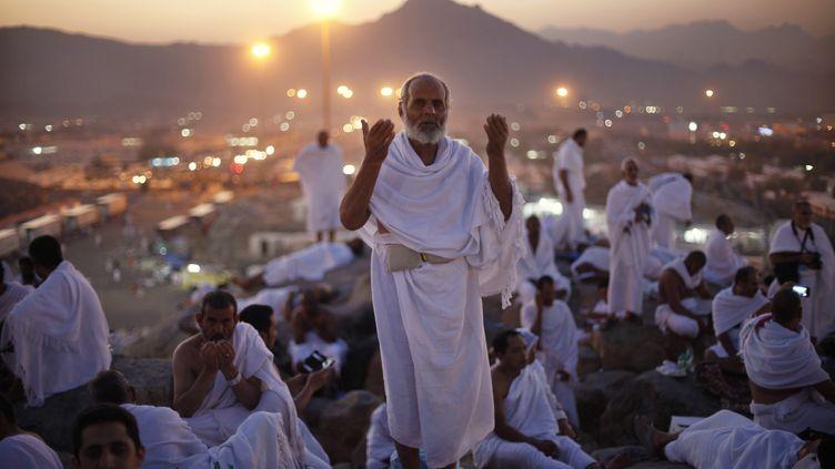 Un pèlerin prie lors du pèlerinage à La Mecque (Arabie saoudite), le 14 octobre 2013. (IBRAHEEM ABU MUSTAFA / REUTERS)
