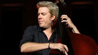 Kyle Eastwood, en juillet 2016 au festival Marseille Jazz des cinq continents.  (Claude Paris/AP/SIPA)