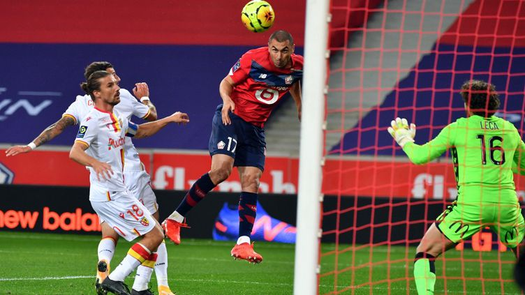 Burak Yilmaz ouvre le score pour Lille dans le derby contre Lens. (DENIS CHARLET / AFP)