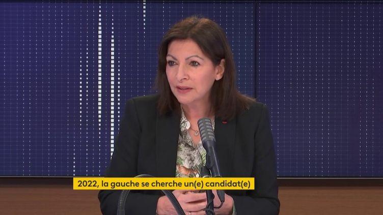 Anne Hidalgo, maire de Paris, était l'invitée de franceinfo, lundi 8 février. (FRANCEINFO / RADIOFRANCE)