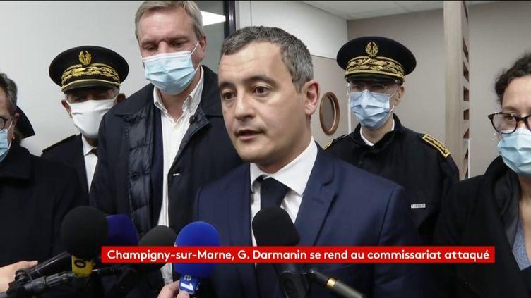 Gérald Darmanin en visite au commissariat de Champigny-sur-Marne, le 11 octobre 2020. (FRANCEINFO)