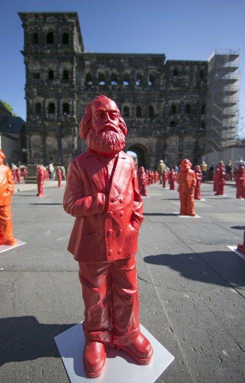 500 mini-statues de Karl Marx exposées dans la ville Trèves jusqu'au 26 mai 2013  (THOMAS WIECK / AFP)