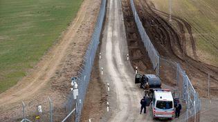 La Hongrie, qui a renforcé sa clotûre à la frontière serbe, a décidé de rétablir la détention systématique des migrants (LASZLO BALOGH / REUTERS)