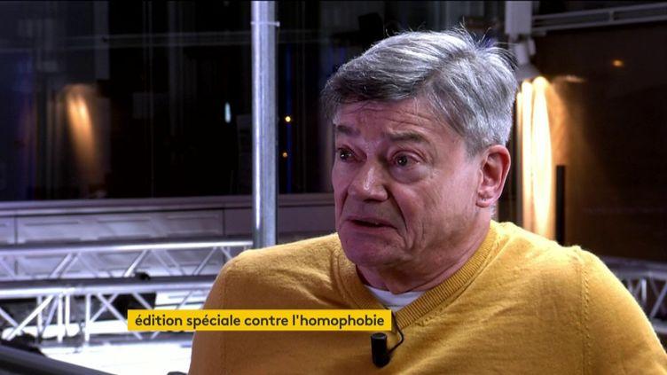 Michel Lapierre, ancien policier et auteur du livreLe droit à l'indifférence : coming-out chez les flics (éditions Michalon), était l'invité de l'émission spéciale de franceinfo sur la lutte contre l'homophobie et la transphobie, le 17 mai 2019. (FRANCEINFO)