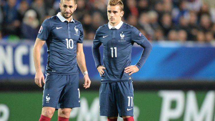 Karim Benzema associé à Antoine Griezmann sous le maillot de l'équipe de France, cela a déjà eu lieu, comme ici le 14 novembre 2014 contre l'Albanie. (MAXPPP)