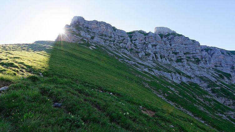 Prudence en randonnée, malgré la fonte de la neige les zones de moyenne montagne restent très glissants. (Radio France - Bleuette Dupin)