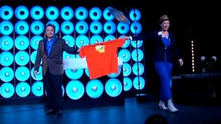 Michel Didym et Catherine Matisse avec le tee shirt des Arcelor  (France3/culturebox)
