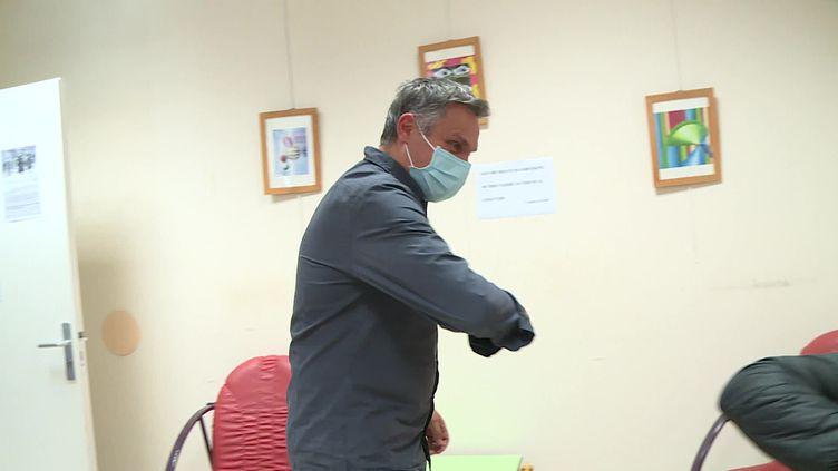 À Toulouse, le psychiatre Radoine Haoui fait face aux inquiétudes de ses patients. (France info)