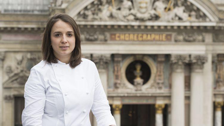 Sophie de Bernardi, cheffe pâtissière au Café de la Paix, où elle a réécrit des grands classiques comme l'Opéra. (CAFE DE LA PAIX SOPHIE DE BERNARDI / THOMAS DERON)