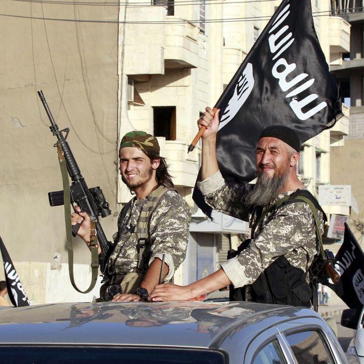 Défilé des membres de l'Etat islamique dans la province de Raqqa, en Syrie (REUTERS PHOTO / STRINGER)