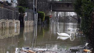 Villeneuve-le-Roi, une commune du Val-de-Marne fortement touchée par les inondations en février 2018. (ALAIN JOCARD / AFP)