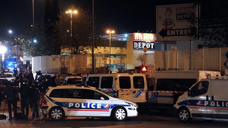 Un magasin de bricolage braqué par deux malfaiteurs, le 28 novembre 2011, à marseille (Bouches-du-Rhône). (GERARD JULIEN / AFP)