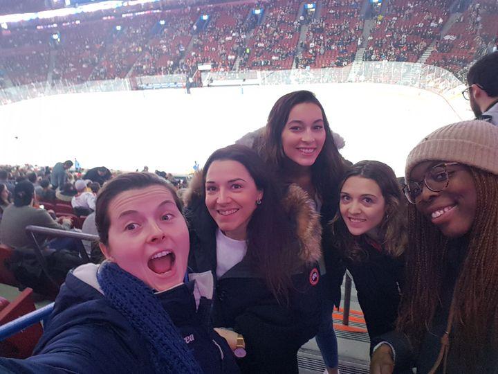Une partie de l'équipe lors du match de hockey sur glace de Montréal face à Winnipeg. (CECILIA BERDER / FRANCEINFO / RADIO FRANCE)