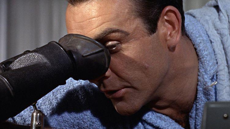 Le personnage de James Bond interprété par Sean Connery dans le film Goldfinger (1964). (MGM / EON / DANJAQ / AFP)