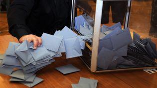 En 2017, le Conseil constitutionnel a annoncé que certains bureaux de vote pourraient rester ouverts jusqu'à 19 heures, voire jusqu'à 20 heures dans les grandes villes. (PASCAL PAVANI / AFP)
