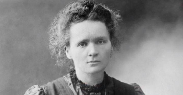 """En 1903, Marie Curie fut la première femme à obtenir le Prix Nobel. Un film réalisé par Marjane Satrapi, """"Radioactive"""", lui est consacré et sortira mercredi 11 mars. Portait de cette pionnière, à la veille de la journée internationale du droit des femmes du dimanche 8 mars. (France 2)"""