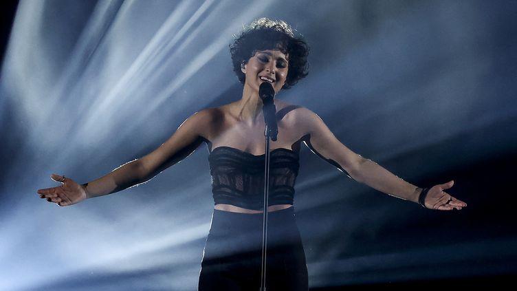 L'artiste française Barbara Pravi, lors de la finale de l'Eurovision à Rotterdam, aux Pays-Bas, le 22 mai 2021. (KENZO TRIBOUILLARD / AFP)
