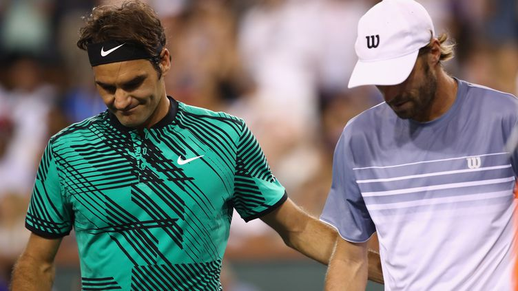 Les deux joueurs Roger Federer et Stéphane Robert (CLIVE BRUNSKILL / GETTY IMAGES NORTH AMERICA)