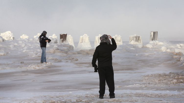 Le lac Michigan gelé, à Chicago (Etats-Unis), le 6 janvier 2014. (SCOTT OLSON / GETTY IMAGES NORTH AMERICA)