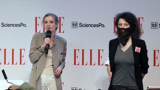 Nathalie Kosciusko-Morizet, la porte-parole de Nicolas Sarkozy, et une militante de La Barbe, collectif féministe qui a manifesté lors de son intervention au forum Elle Sciences Po, à Paris, le 5 avril 2012. (THOMAS SAMSON / AFP)