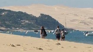 Des promeneurs profitent du retour du soleil lors du week-end de l'Ascension. (FRANCE 3)