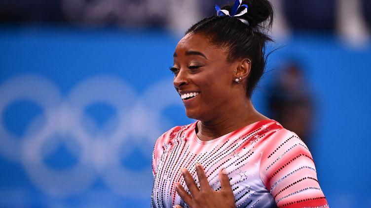 La gymnaste américaine, Simone Biles, le 3 août 2021 lors de la finale poutre aux Jeux olympiques de Tokyo. (LOIC VENANCE / AFP)