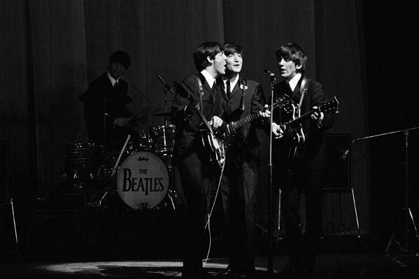Les Beatles harmonisent à l'Olympia le 16 janvier 1964.  (Roger Kasparian)