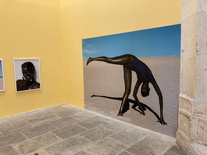 """Dana Scruggs,""""Nyadhour, Elevated"""", Vallée de la Mort, Californie, 2019,exposition""""The New Black Vanguard"""",Rencontres de la photographie, Arles, 19 juillet 2021 (Laurence Houot / FRANCEINFO CULTURE)"""