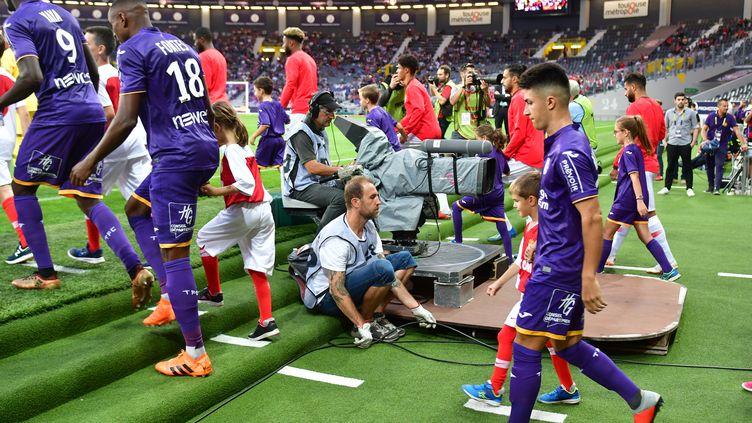 L'entrée des joueurs au Stadium de Toulouse (PASCAL PAVANI / AFP)