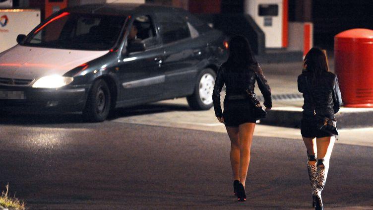 Des prostituées à Toulouse, le 19 octobre 2013. (REMY GABALDA / AFP)