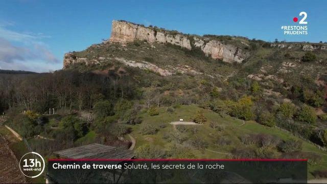 """Patrimoine : l'histoire de la roche de Solutré, qui surplombe """"une mer de vignes"""" en Bourgogne"""