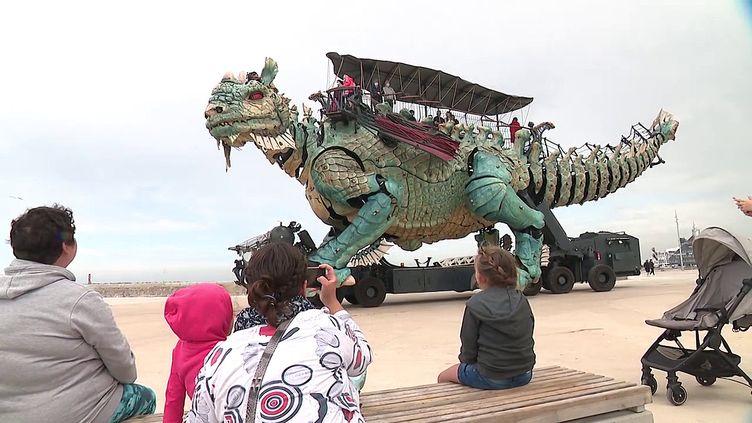 Le dragon de Calais sort de son confinement (France 3 Hauts de France)