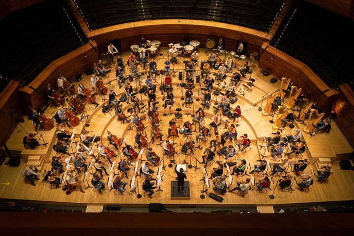 """L'Orchestre de l'Opéra de Paris sous la direction de Philippe Jordan, pendant les répétitions de """"Sigfried"""" de Wagner le 4 décembre 2020. (ELISA HABERER)"""