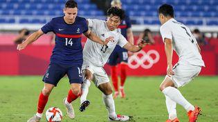 Florian Thauvin face au Japon lors du tournoi olympique, le 28 juillet 2021. (MARIKO ISHIZUKA / AFP)