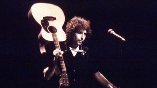 Bob Dylan sur scène en 1979 au Fow Warfield Theatre de San Francisco.  (Richard McCaffrey / Michael Ochs Archives / Getty Images)