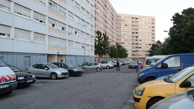 C'est dans le quartier de la Planoise, à Besançon (Doubs), qu'un adolescent a été tué d'une balle dans la poitrine, dimanche 17 mai 2020. (ARNAUD CASTAGNE / MAXPPP)