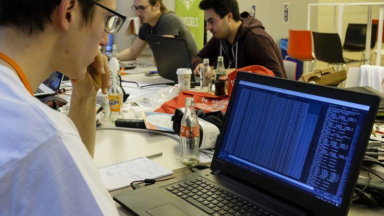 Un hommedevant un ordinateur. (MAXPPP)
