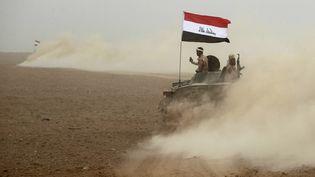 Un véhicule des forces irakiennes, près de Mossoul (Irak), le 1er novembre 2016 (AHMAD AL-RUBAYE / AFP)