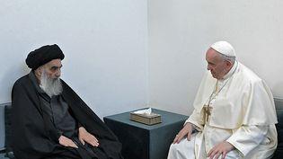 Le grand ayatollahAli Al-Sistani reçoit le pape François, le 6 mars 2021 à Najaf (Irak). (AFP PHOTO / HO / VATICAN MEDIA)