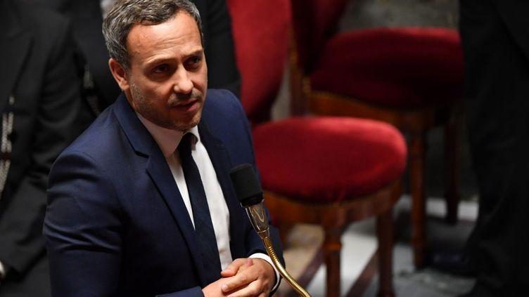 Le secrétaire d'Etat à la Protection de l'enfance, Adrien Taquet, le 29 septembre 2020 à l'Assemblée nationale. (ALAIN JOCARD / AFP)