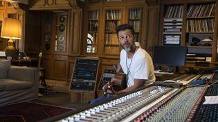 Le chanteur Christophe Maé en studio à Saint-Remy-de-Provence (Bouches-du-Rhône) le 10 juillet 2020 (LP/YANN FOREIX / MAXPPP)