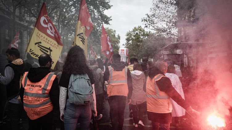 Des cheminots défilent contre la réforme des retraites, le 24 septembre 2019 à Paris. (NICOLAS CLEUET / HANS LUCAS / AFP)