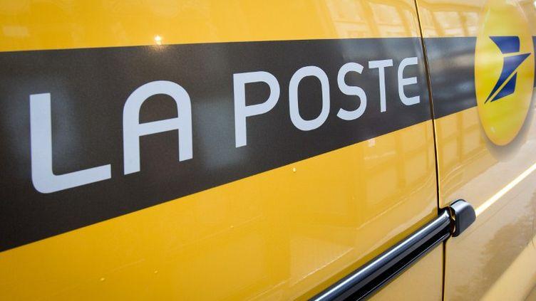 """Le président de La Poste, Jean-Paul Bailly, a annoncé en mars 2012 l'ouverture d'""""un cycle d'écoute et de dialogue sur la santé et le bien-être au travail"""". (LOIC VENANCE / AFP)"""
