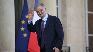 """L'économiste et ancien conseiller du président Mitterrand Jacques Attali, à l'Elysée le 21 septembre 2013, pour remettre son rapport sur """"l'économie positive"""". (KENZO TRIBOUILLARD / AFP)"""