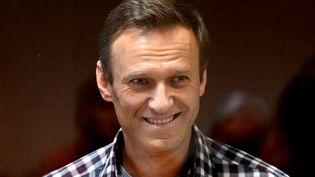 L'opposant russe Alexeï Navalny, lors d'une audience à Moscou le 20 février 2021. (KIRILL KUDRYAVTSEV / AFP)